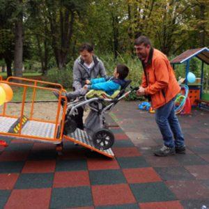 Деца с увреждания вече ползват първата специализирана люлка в Русе