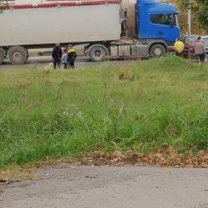 Камион и лека кола се сблъскаха на изхода на Русе