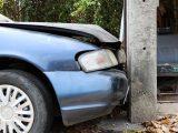 Млад шофьор се заби в стълб в село Красен