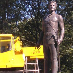 Монтират лампи и камери на паметника на Левски в Русе
