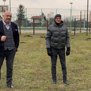 Пламен Нунев обикаля села и паланки като панаирджийска мечка