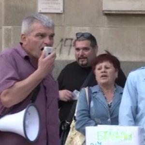Протестиращи в Русе: Нито слънцето, нито дъждът ще ни спрат