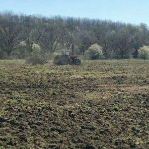 Тракторист погази труда на над 300 доброволци в град Мартен