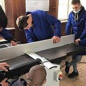 Електрически машини, инструменти и облекло получиха в училището по дървообработване
