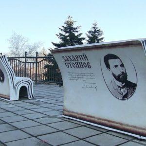 Още 4 пейки-книги поставят на знакови места в Русе